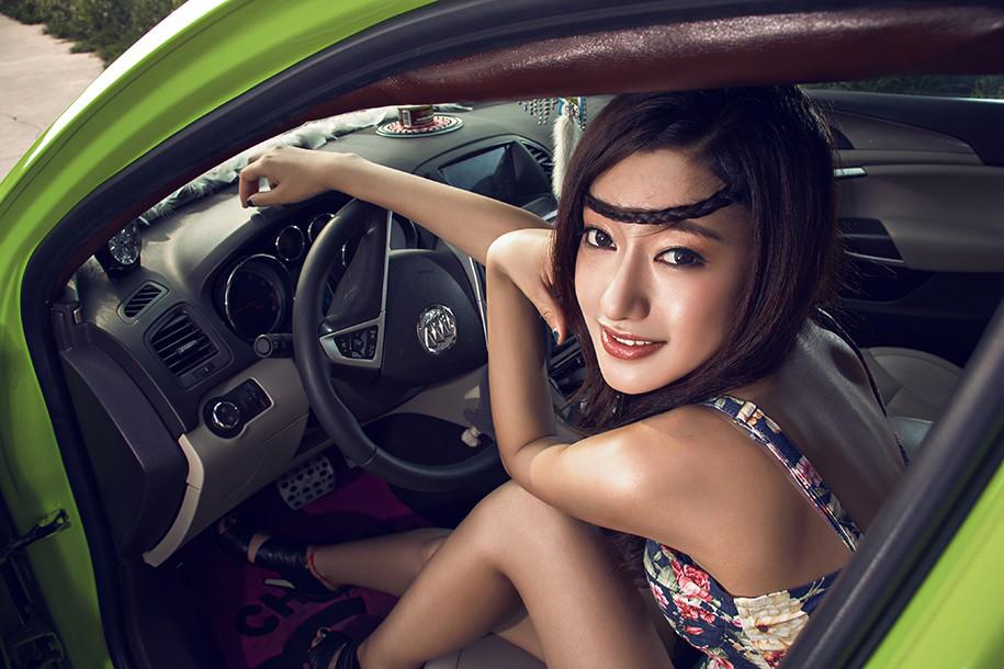 Hot girl Uyển Đình khoe sắc đẹp khỏe khoắn bên chiếc Buick độ xanh mướt - 10