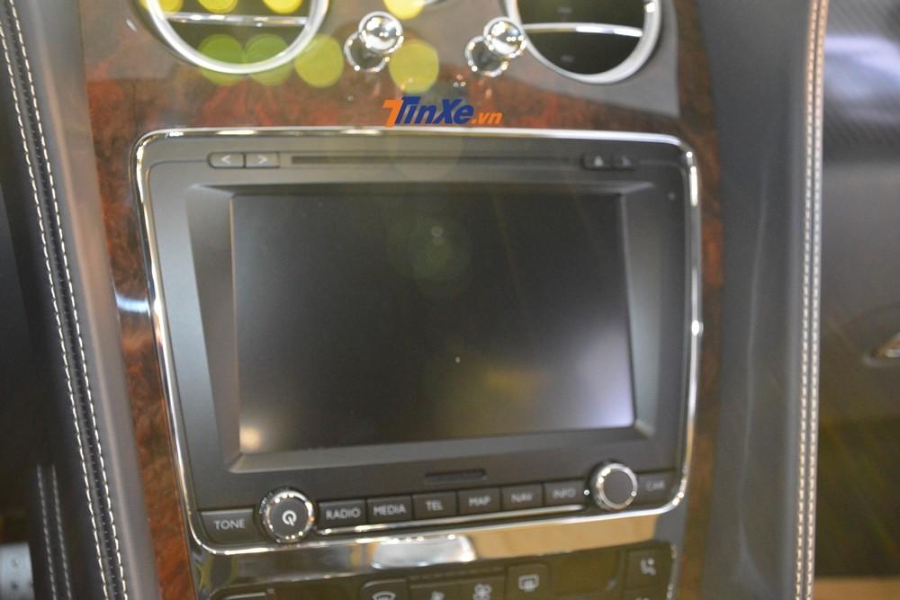 Hệ thống giải trí của Bentley Flying Spur V8 S đầu tiên về Việt Nam có màn hình cảm ứng 8 inch