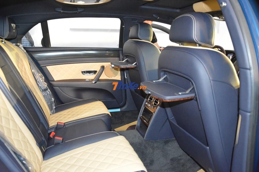 Bentley Flying Spur V8 S đầu tiên Việt Nam có ghế ngồi bọc da nâu vàng Saffron và xanh Imperial Blue
