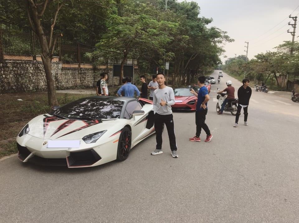 Dàn siêu xe xếp hàng dài tại huyện Sóc Sơn