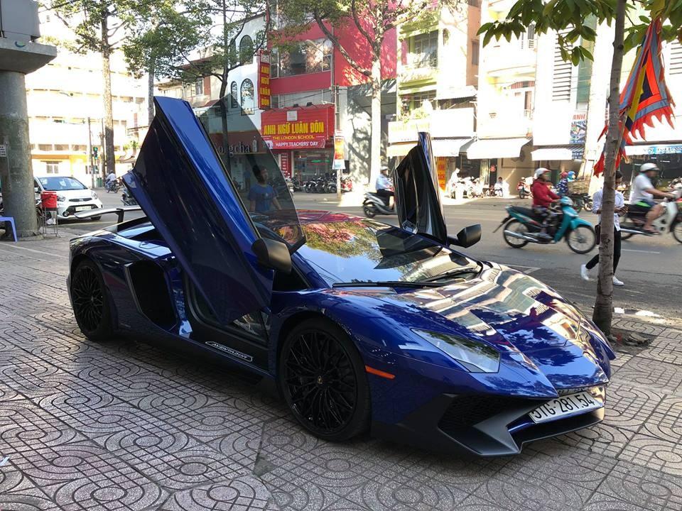 Ngoại hình xe thiết kế lại so với bản tiêu chuẩn