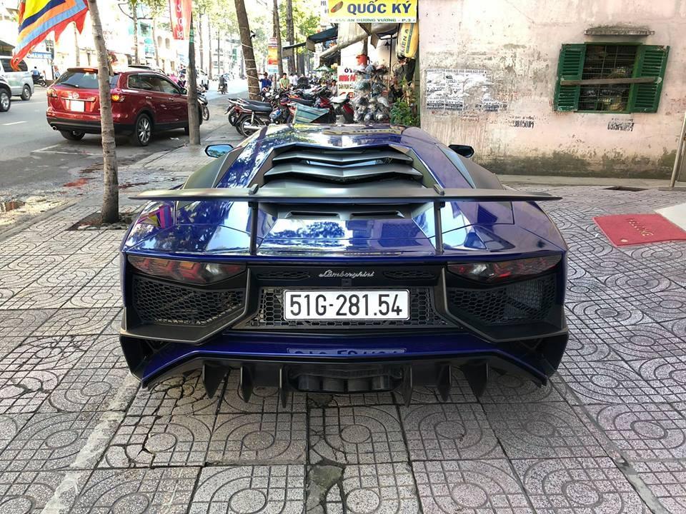 Lamborghini Aventador SV sử dụng khối động cơ V12, dung tích 6,5 lít có công suất tối đa 750 mã lực