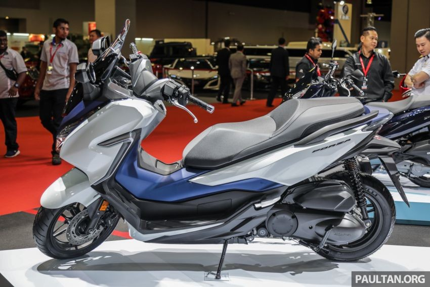 Honda Forza 300 owns a sporty, tough style