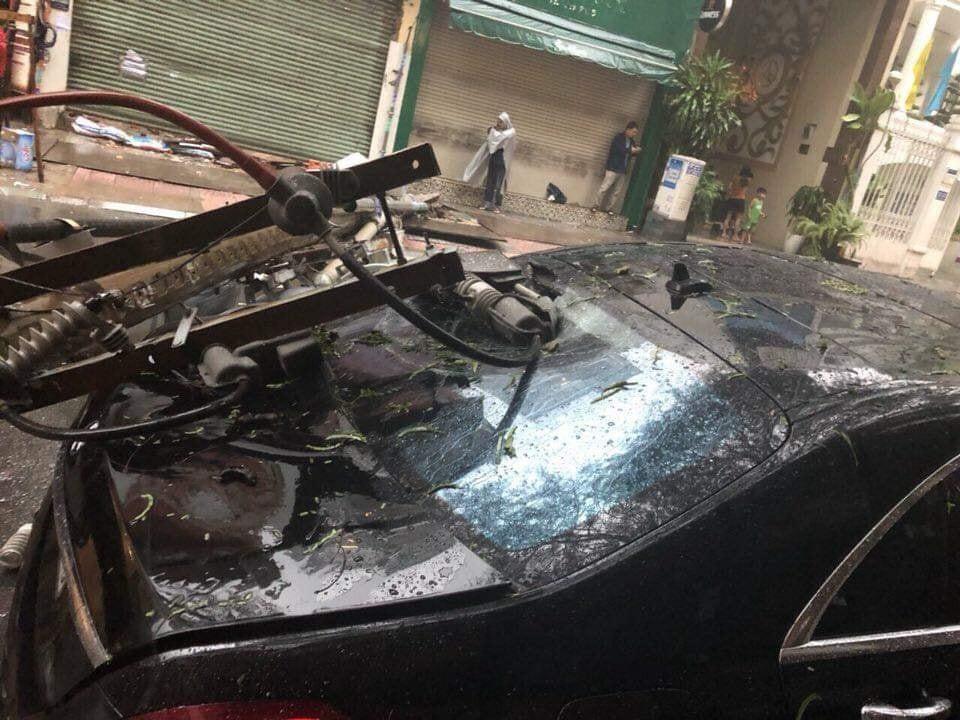 Thiệt hại dành cho chiếc xe sang được dự đoán không dưới 50 triệu đồng