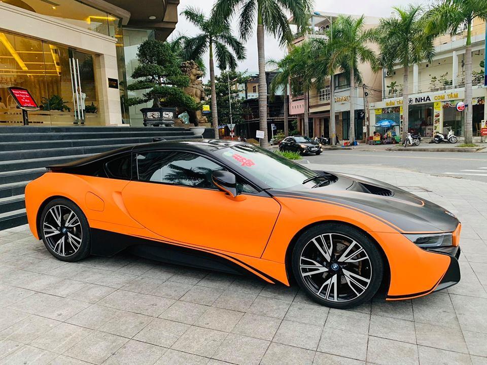 Chiếc BMW i8 mới thay áo của ông chủ khách sạn cao cấp tại Đà Nẵng