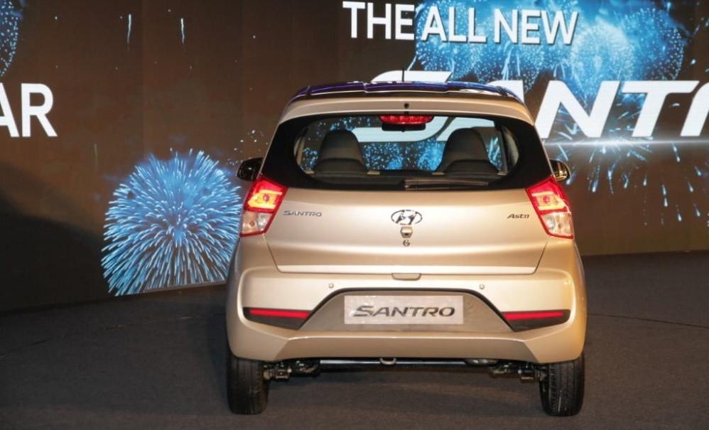 Cận cảnh thiết kế đuôi xe của Hyundai Santro 2019