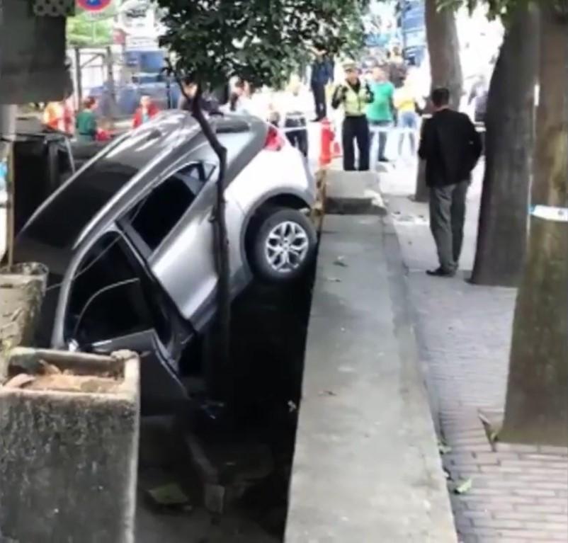 Chiếc ô tô do nữ tài xế điều khiển tại hiện trường vụ tai nạn
