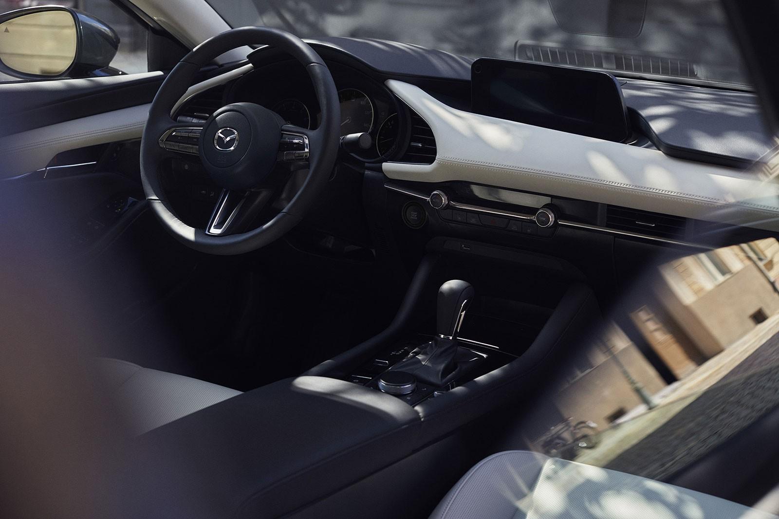Mazda3 2019 được trang bị các tính năng an toàn cả thụ động và bị động đầy đủ