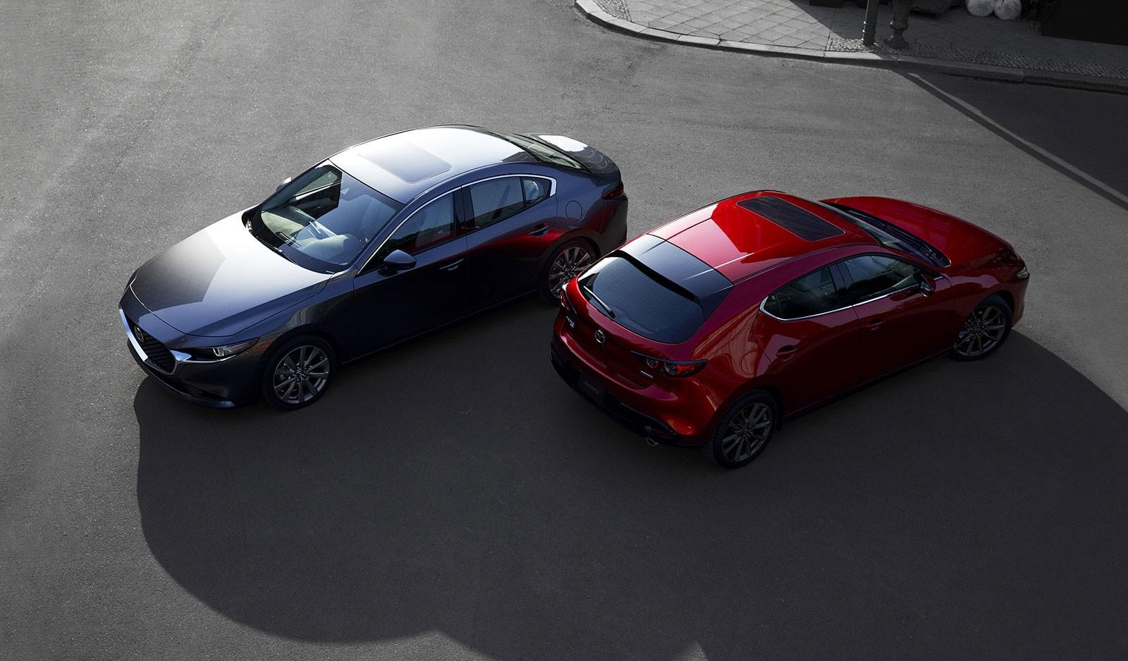 Mazda3 2019 phiên bản hatchback (màu đỏ) và sedan (màu xám)