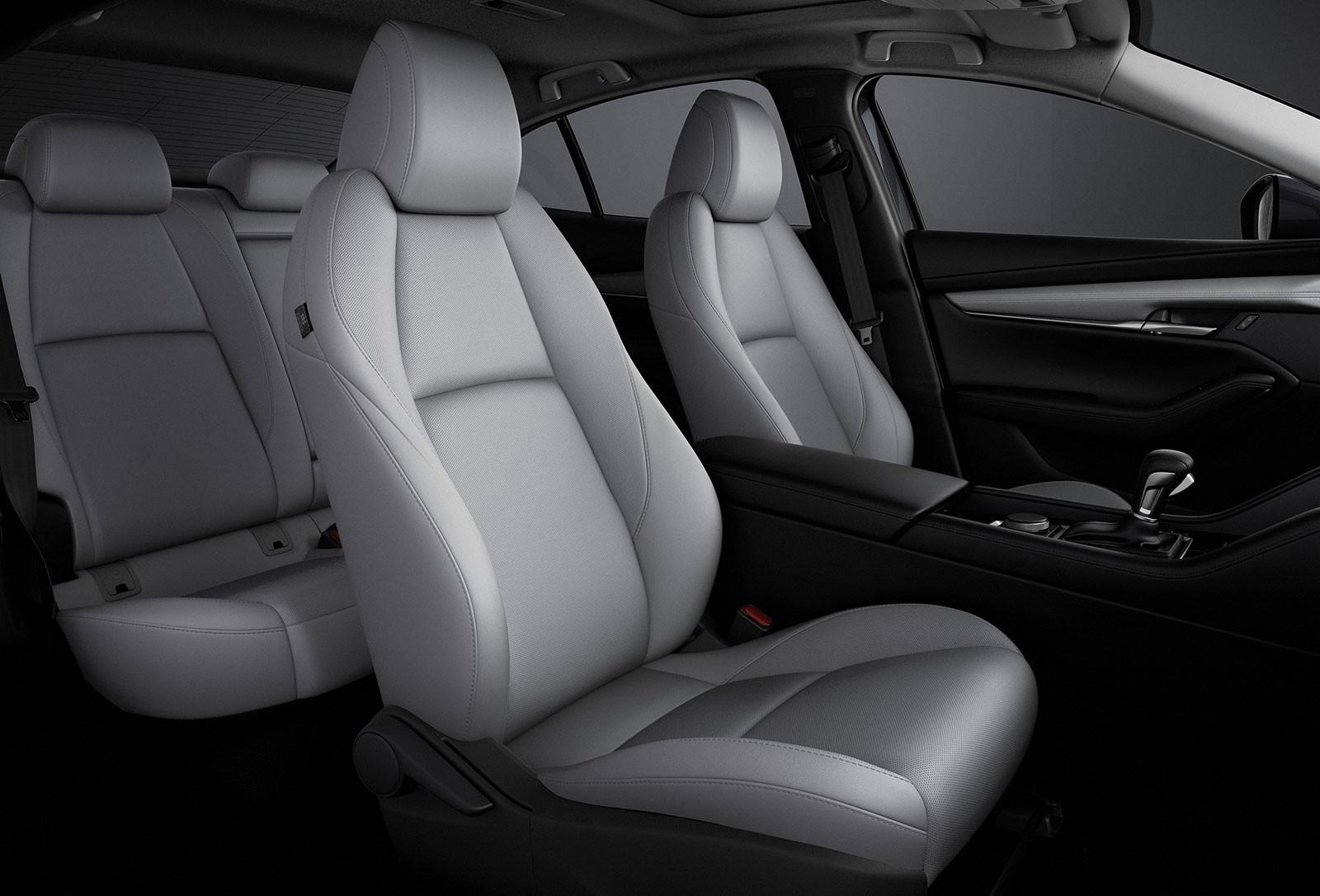Hàng ghế trước của Mazda3 2019
