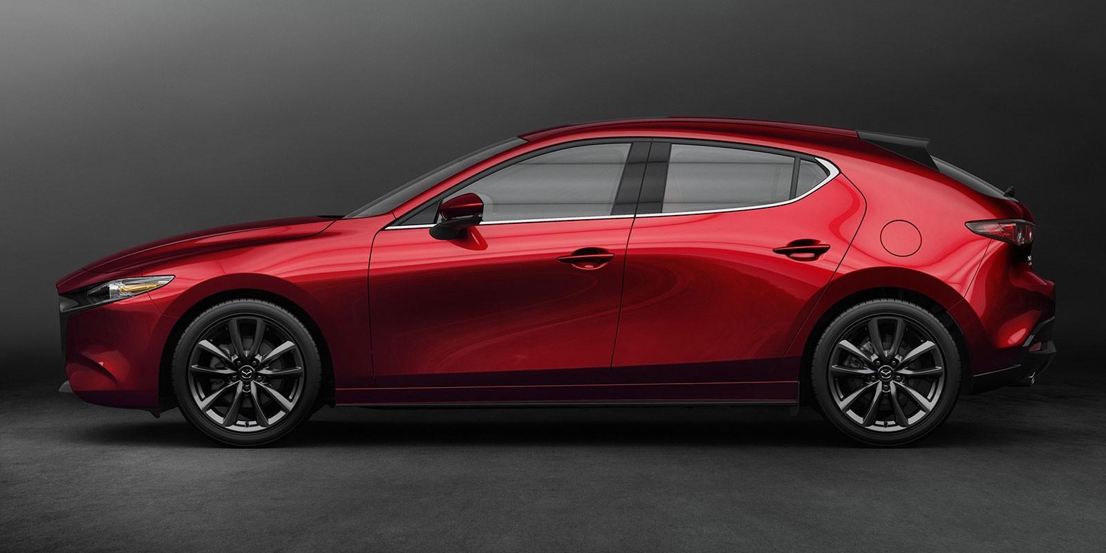 Mazda3 2019 bản hatchback với đường mạ crôm ở chân kính
