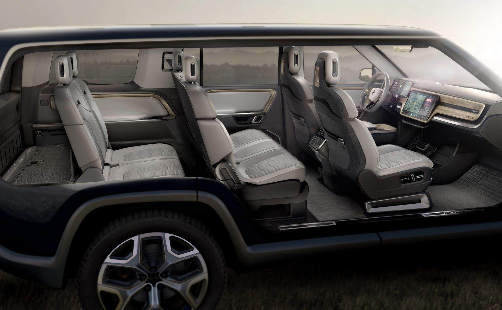 Rivian R1S có thiết kế nội thất đủ cho 7 người ngồi