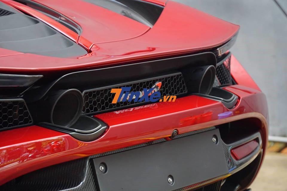 McLaren 720S sử dụng động cơ V8, tăng áp kép, dung tích 4.0 lít, tạo ra công suất tối đa 720 mã lực