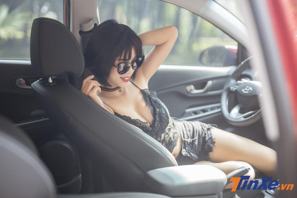 """Người đẹp Việt """"nửa kín nửa hở"""" với đồ ren bên trong Hyundai Kona - 8"""