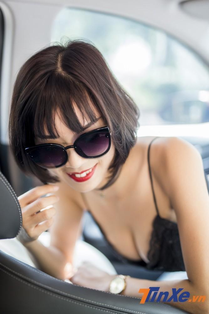 """Người đẹp Việt """"nửa kín nửa hở"""" với đồ ren bên trong Hyundai Kona - 2"""