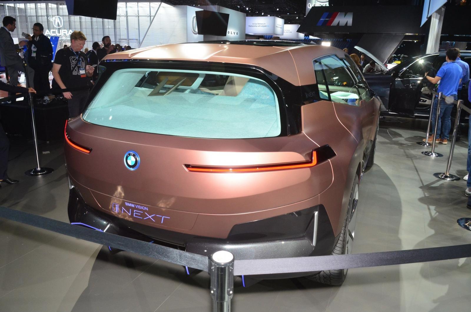 Phía đuôi của BMW Vision iNext