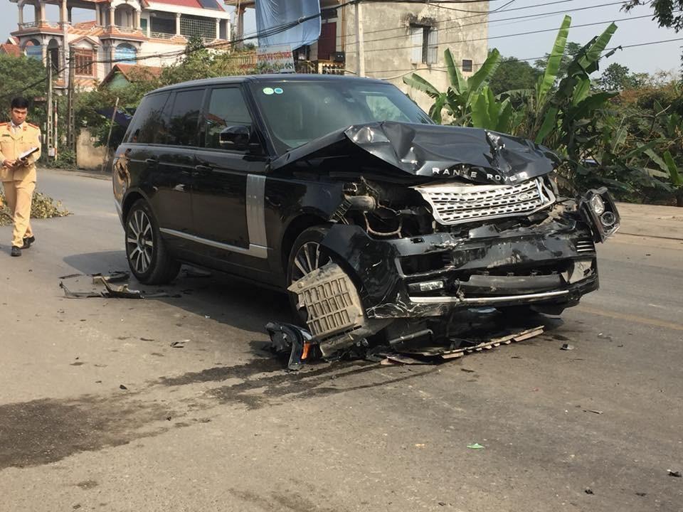 Chiếc SUV hạng sang Range Rover bị bẹp dúm đầu xe