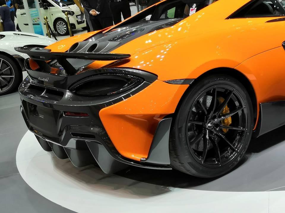 Đuôi xe thiết kế dữ dằn của McLaren 600LT