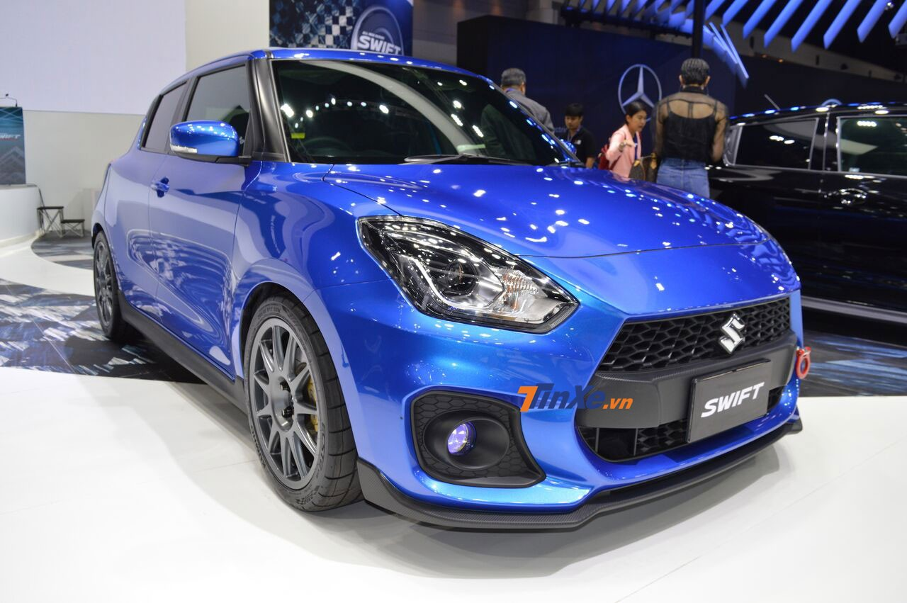 Chiếc Suzuki Swift 2018 độ màu xanh dương