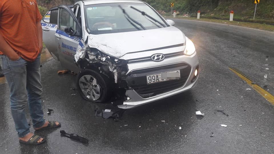 Chiếc Hyundai Grand i10 bị vỡ góc đầu xe bên phải