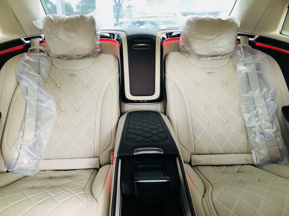 Nội thất của một chiếc Mercedes-Maybach S560 4Matic 2018