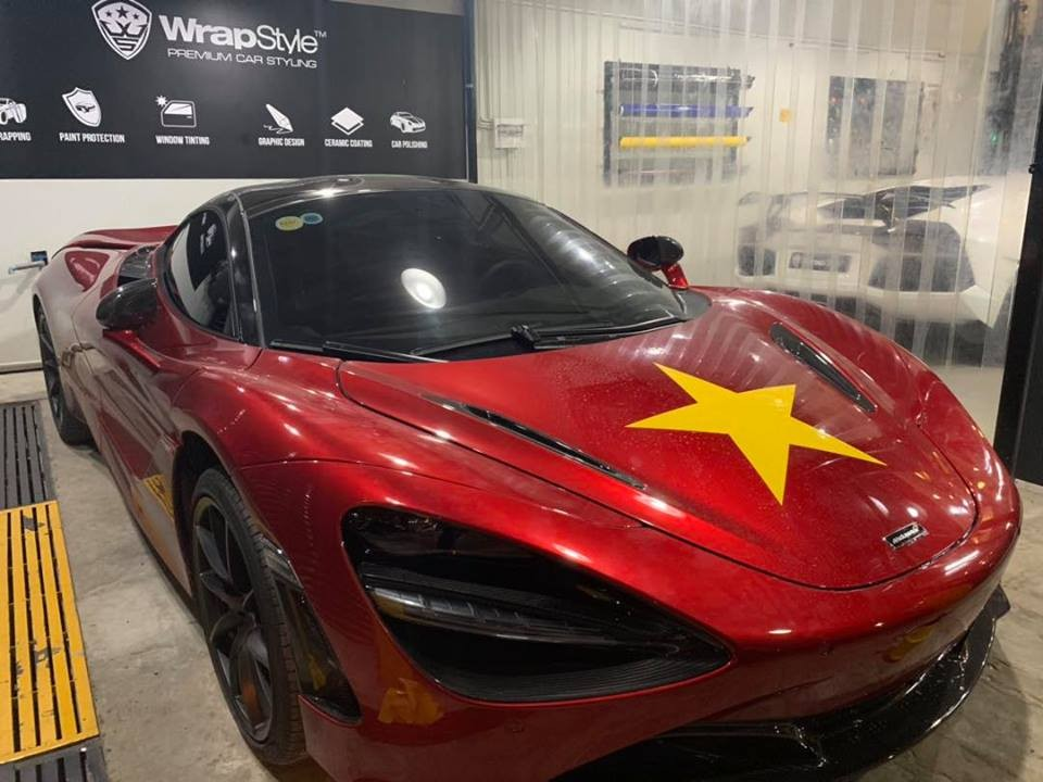 Trước giờ bóng lăn, siêu phẩm McLaren 720S được chủ nhân dán sao vàng cổ vũ cho tuyển Việt Nam