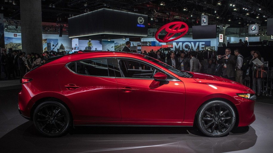 Không chỉ lột xác về thiết kế, Mazda3 2019 còn được điều chỉnh về mặt kích thước