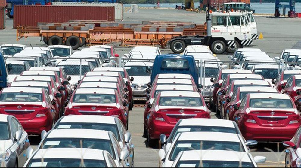 Nhộn nhịp dịp mua sắm cuối năm, ô tô nhập khẩu tích cực về Việt Nam