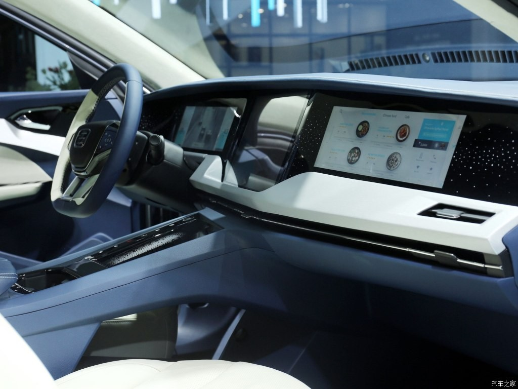 Trước mặt hành khách trên ghế phụ lái có màn hình riêng