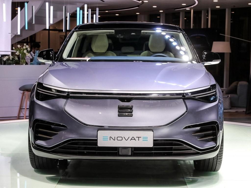 Cận cảnh thiết kế đầu xe khá ấn tượng của Enovate ME7