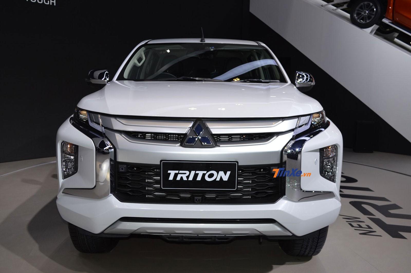 Cận cảnh thiết kế đầu xe của Mitsubishi Triton 2019