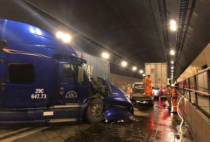 Hiện trường vụ tai nạn trong hầm Hải Vân