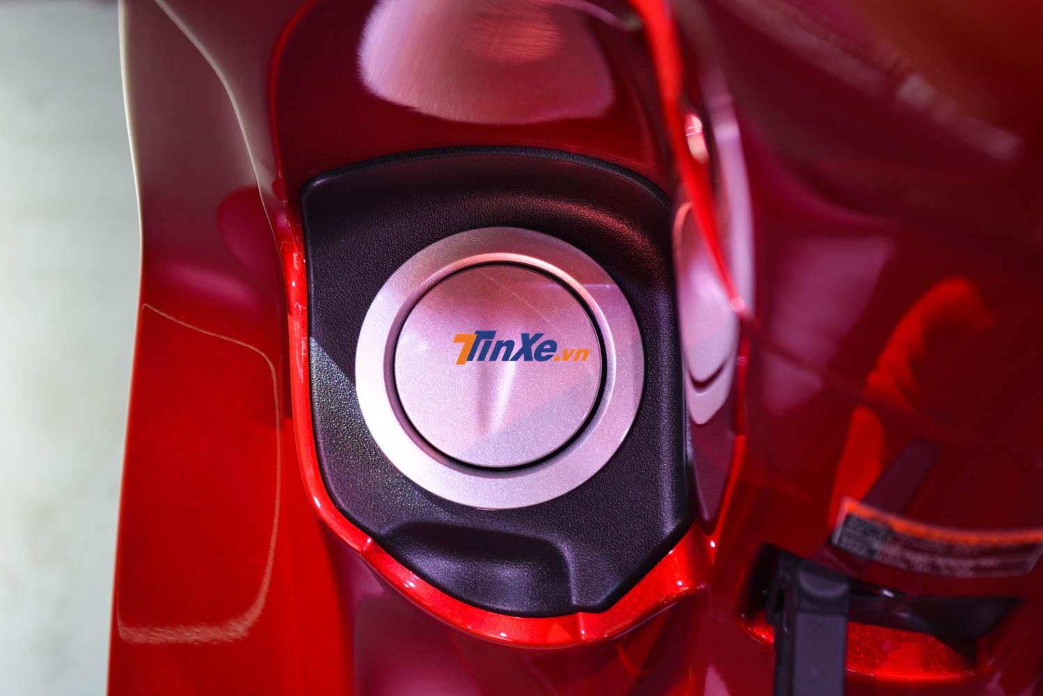 Vị trí đặt nắp bình xăng ở phía trước đầu xe tiện lợi cho việc sử dụng