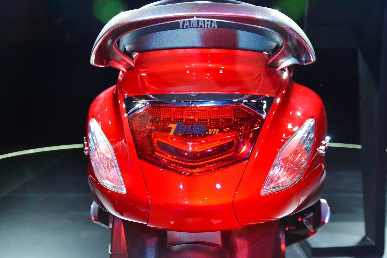 Đèn hậu được nâng cao hơn với dải đèn hình chữ V