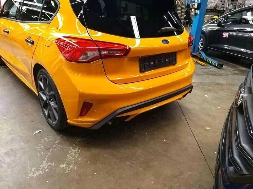 Thiết kế đằng sau của Ford Focus ST 2019a