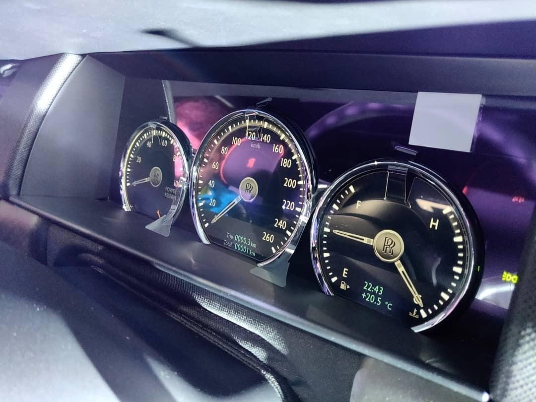 Động cơ của Rolls-Royce Cullinan được trang bị hệ dẫn động 4 bánh toàn thời gian và đánh lái 4 bánh hoàn toàn mới