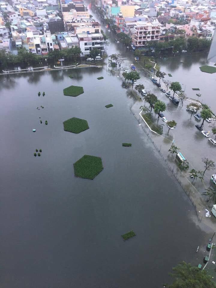 Nước ngập mênh mông tại thành phố Đà Nẵng