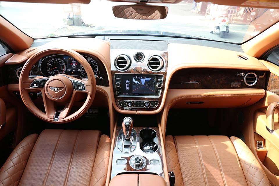 Khoang lái của Bentley Bentayga First Edition