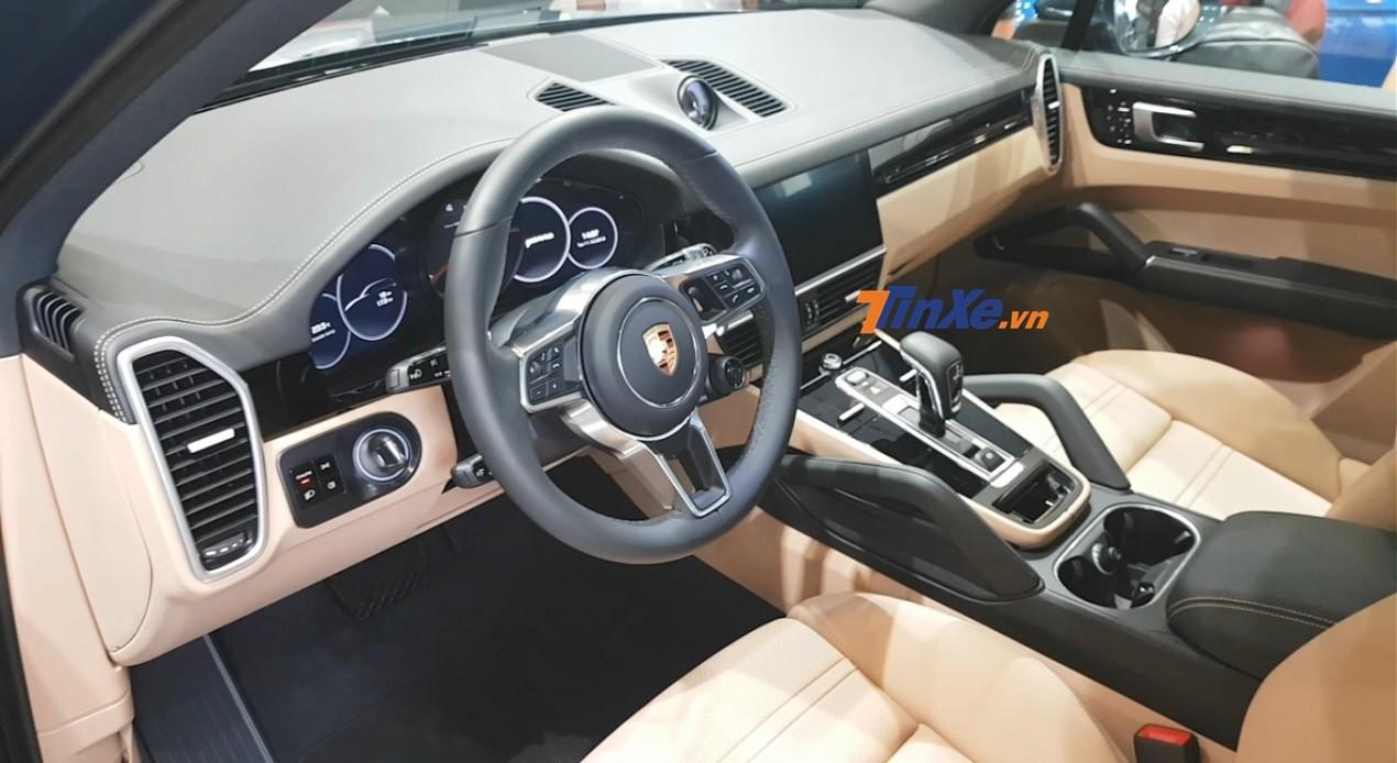 Porsche Cayenne 2018 bản tiêu chuẩn sử dụng động cơ V6, dung tích 3.0 lít, tăng áp, sản sinh công suất tối đa 340 mã lực