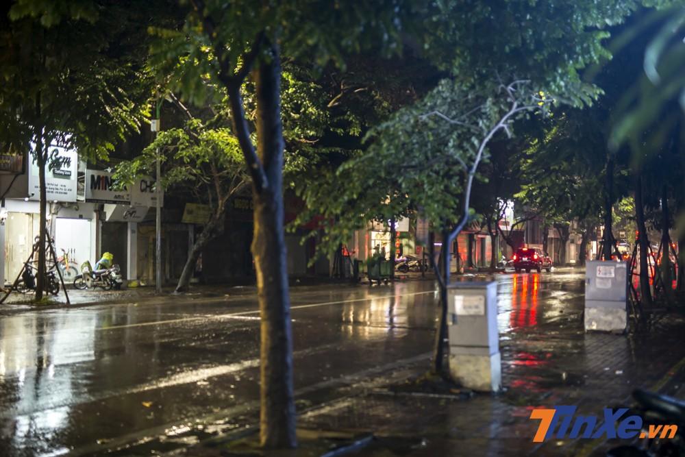 Sau trận đấu giữa Việt Nam và Malaysia thì một số tuyến phố chính của Hà Nội khá vắng vẻ. Một phần vì mưa gió rét và một phần vì tỉ số hoà chưa phải là tỉ số mong muốn của nhiều cổ động viên.