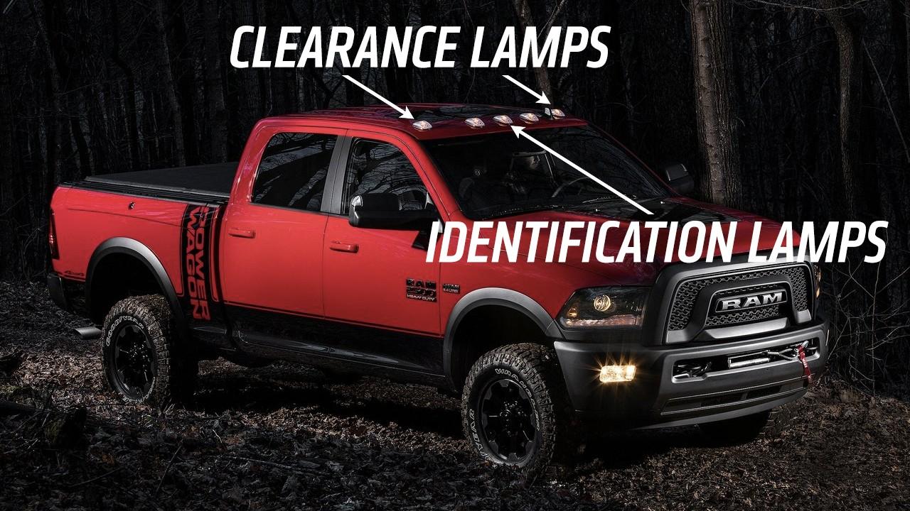 5 bóng đèn lắp trên nóc các mẫu xe cỡ lớn phân ra làm 2 loại, gồm 3 đèn nhận dạng và 2 đèn mặt bằng