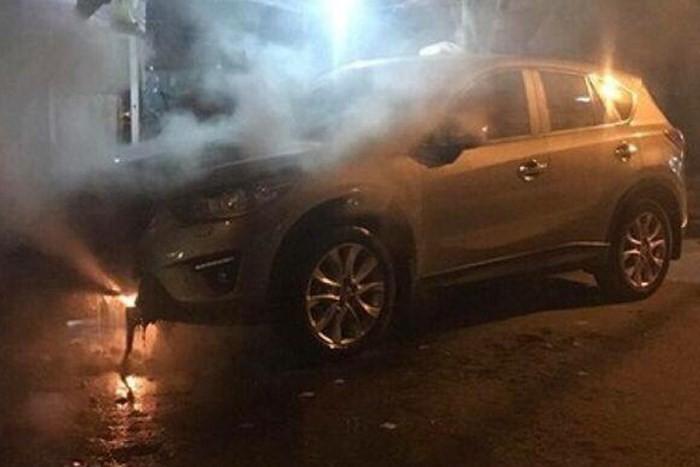 Chiếc Mazda CX-5 bị cháy vì đỗ gần bếp than tổ ong