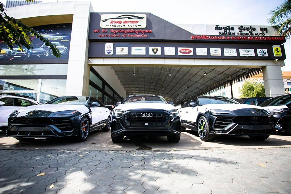 Ngoài Lamborghini Urus với bộ áo xanh Lemans, công ty nhập khẩu tư nhân này còn đưa về nước 2 chiếc Urus khác