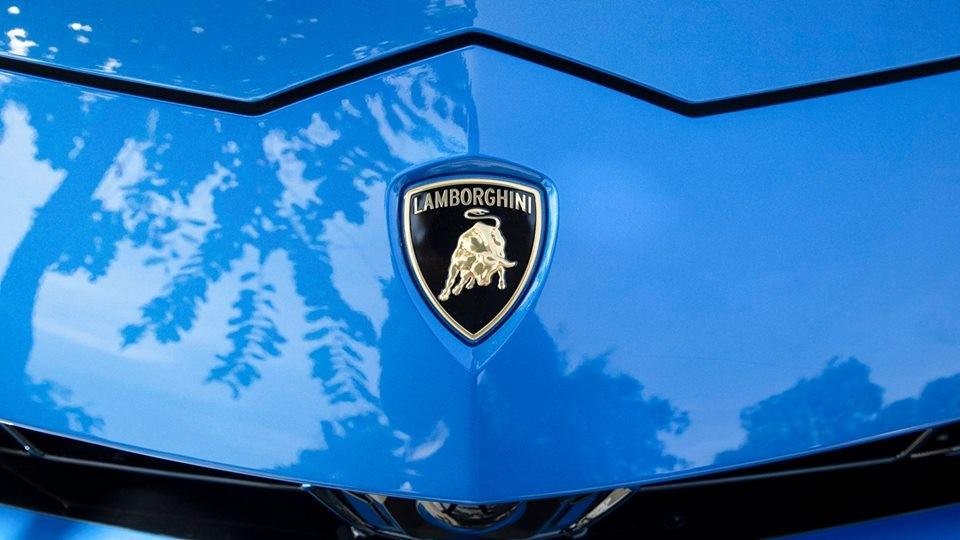 Siêu SUV Lamborghini Urus thứ 5 tại Campuchia có màu sơn xanh Lemans