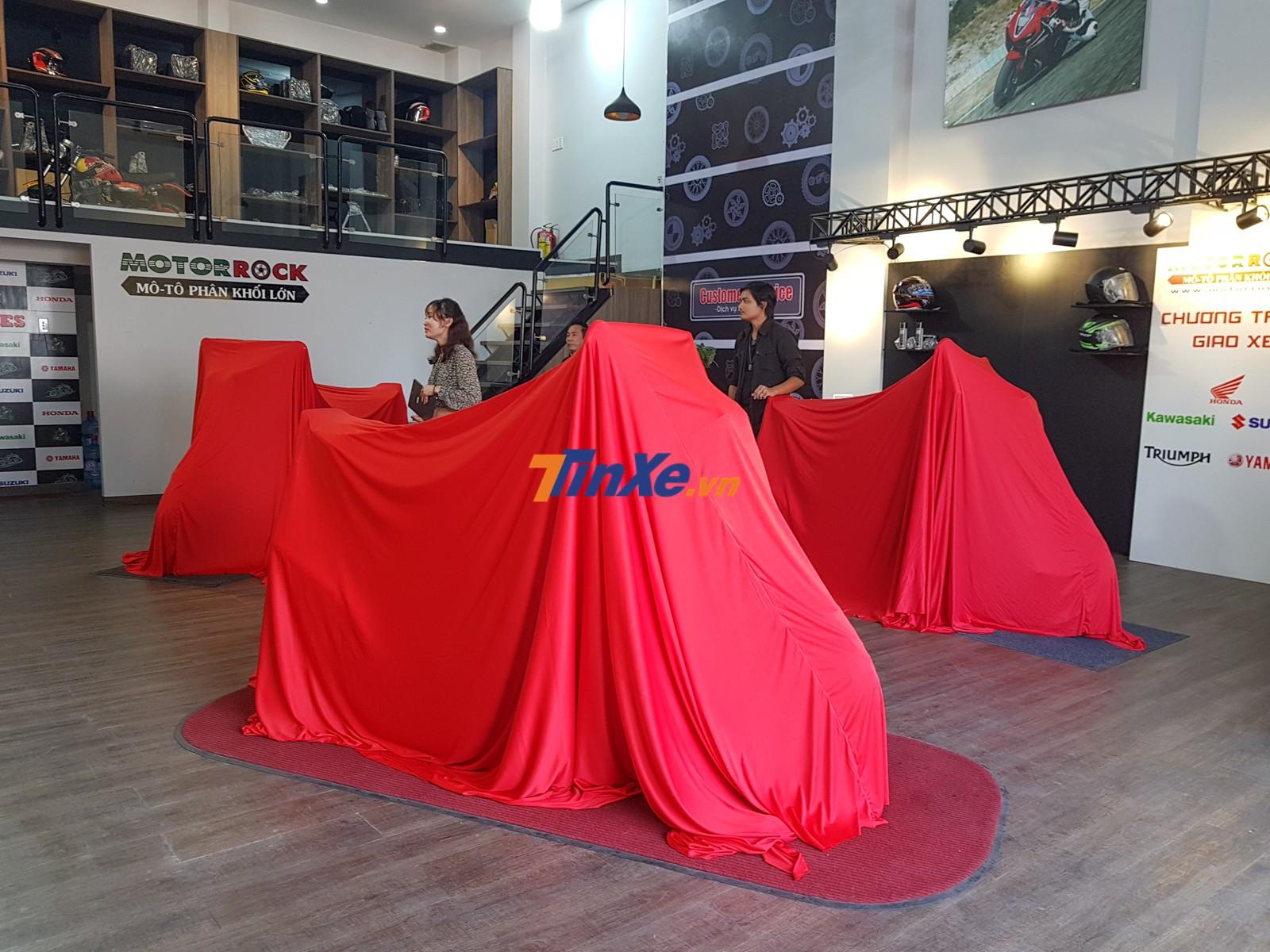 3 chiếc Honda CB1300 Super Four 2018 bản kỷ niệm 25 năm chuẩn bị ra mắt Việt Nam