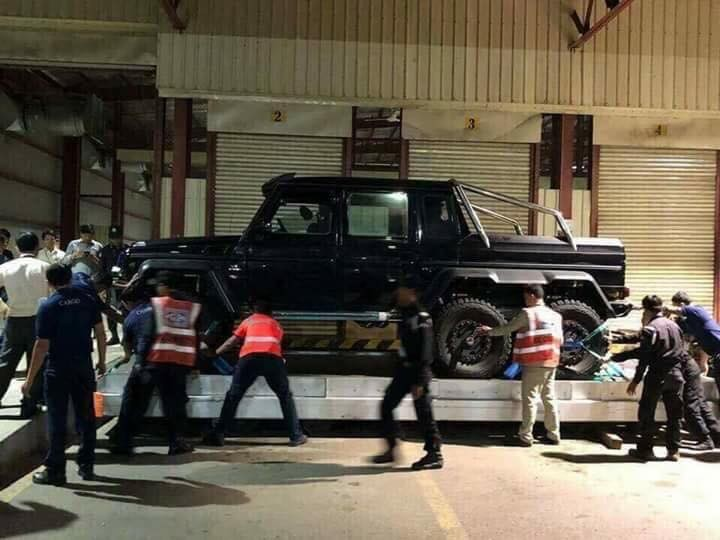 Quái vật 6 chân Mercedes-Benz G63 AMG 6x6 lúc mới cập bến Campuchia