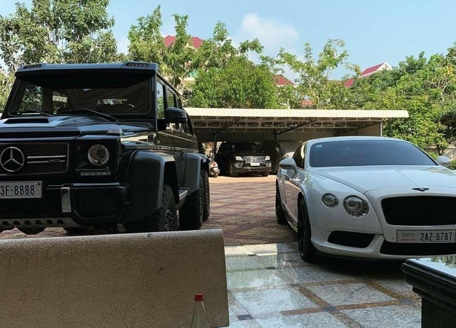 Hiện quái vật 6 chân Mercedes-Benz G63 AMG 6x6 của đại gia Campuchia đã mang biển tứ quý 8
