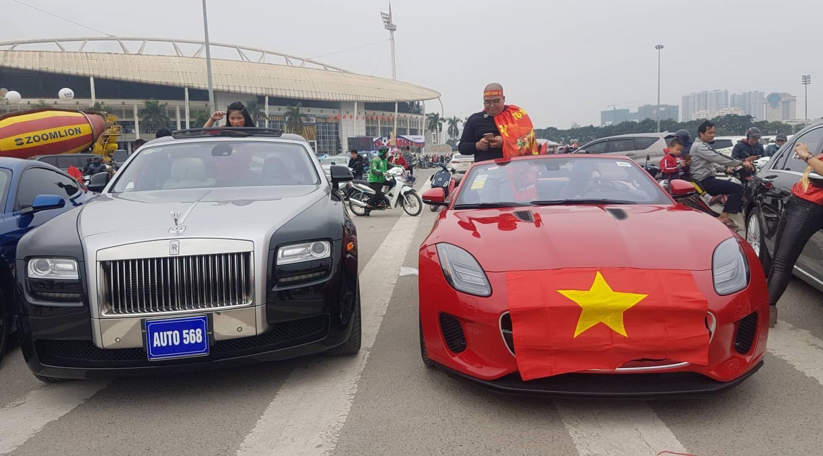 Rolls-Royce Ghost và chiếc Jaguar F-Type mui trần
