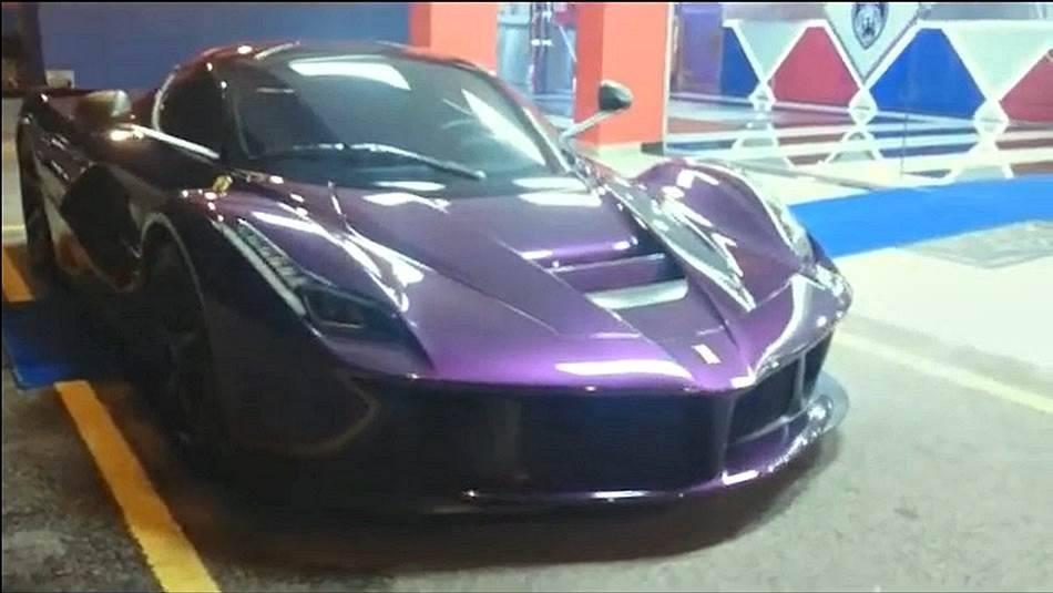 Ferrari LaFerrari mang màu tím thuộc sở hữu của Tiểu vương Malaysia