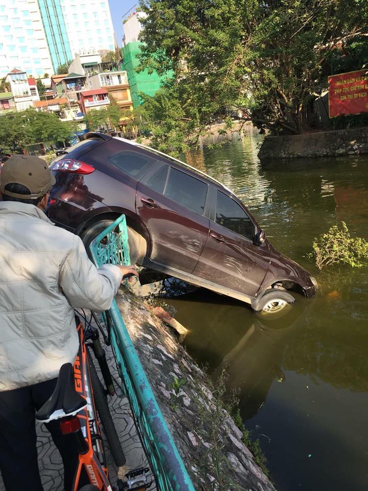 Hiện trường vụ tai nạn của chiếc Hyundai Santa Fe đời cũ